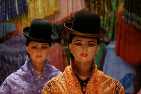Cholita-boutiques in La Paz, Bolivia. Foto: Niels Coppes, Sanne Derks