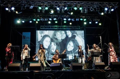 Het Collectief Mujeres Tovadoras op het Festival Universidad y Memoria tijdens de Week van de Herinnering, Mendoza, Argentina. Foto: PM Foto