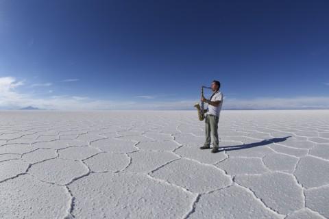 """""""Entregando mi Música en el salar de Uyuni, Bolivia"""" - Foto: Rodrigo Cardenas"""