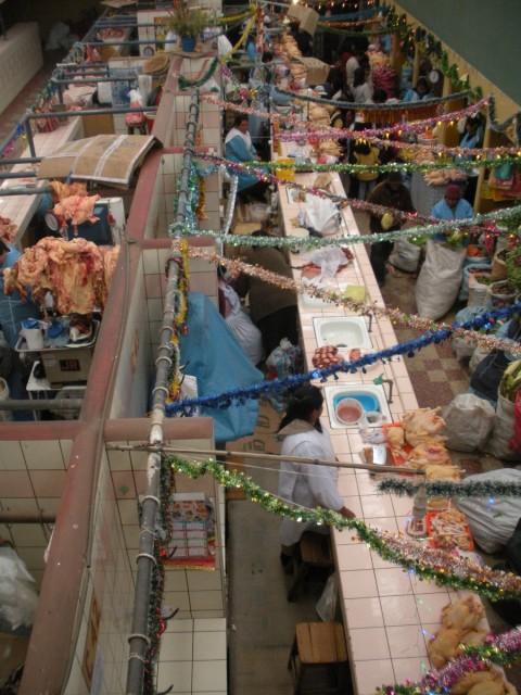 mercado en Puno, Peru - Foto: Lisa Couderé
