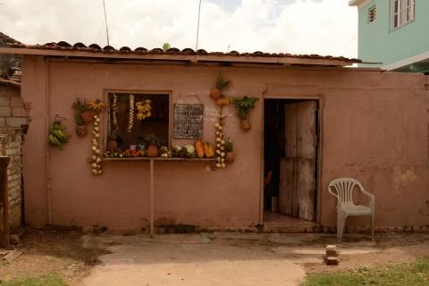 Gibara tienda de frutas, Cuba - Foto: Ruby Sanders