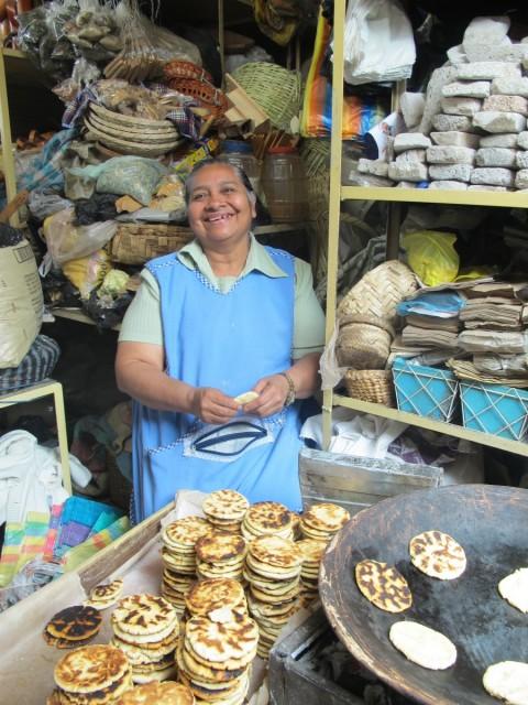 Tortillas de tiesto en Ibarra, Ecuador - Foto: Lisa Couderé