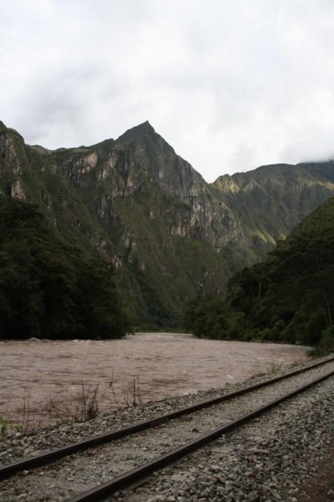 Onderweg van Hidroeléctrica naar Aguas Calientes - Foto: Lisa Couderé