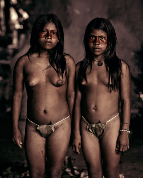 Foto: Jimmy Nelson- De Huaorani, Ecuador (http://www.beforethey.com/tribe/huaorani)