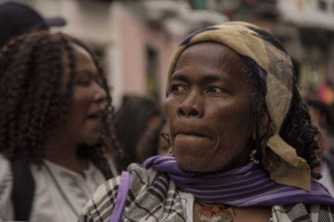 La mujer afro también marchó para defender sus derechos y en contra de la violencia.